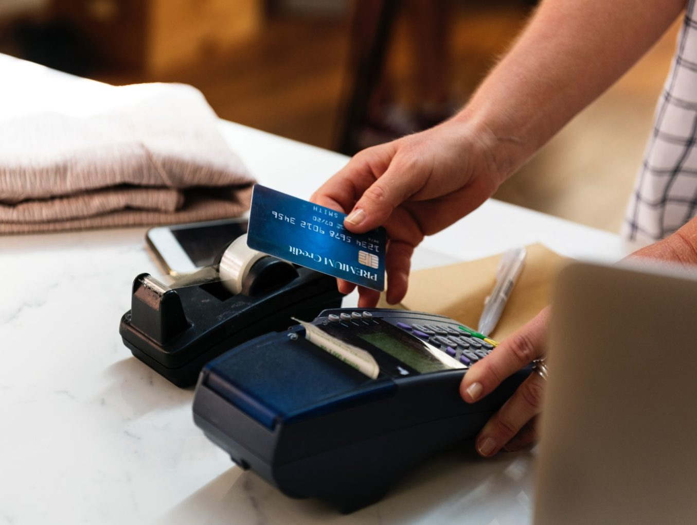 does your business need a credit card machine and a chip reader - Credit Card Machine For Business